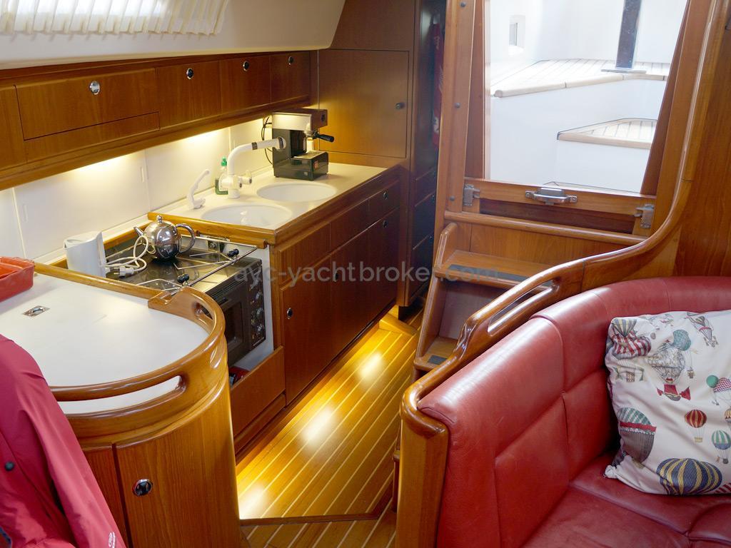 AYC Yachtbroker - Trintella 44 Aluminium - Cuisine en coursive