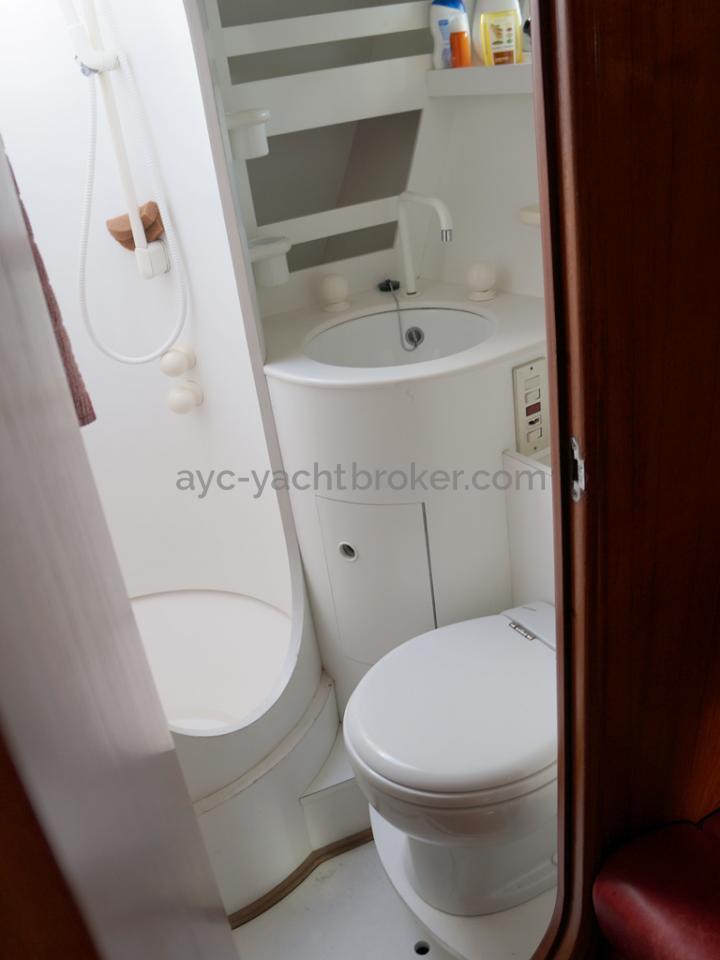 AYC Yachtbroker - Trintella 44 Aluminium - Salle d'eau avant