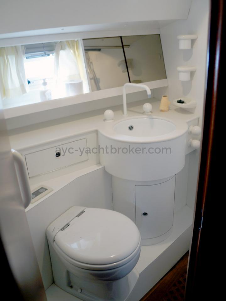 AYC Yachtbroker - Trintella 44 Aluminium - Salle d'eau de la cabine arrière
