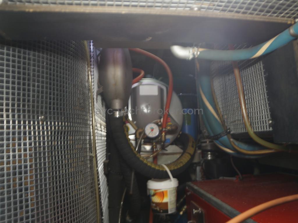 AYC Yachtbroker - Trintella 44 Aluminium - Soute technique / groupe électrogène et ballon d'eau chaude