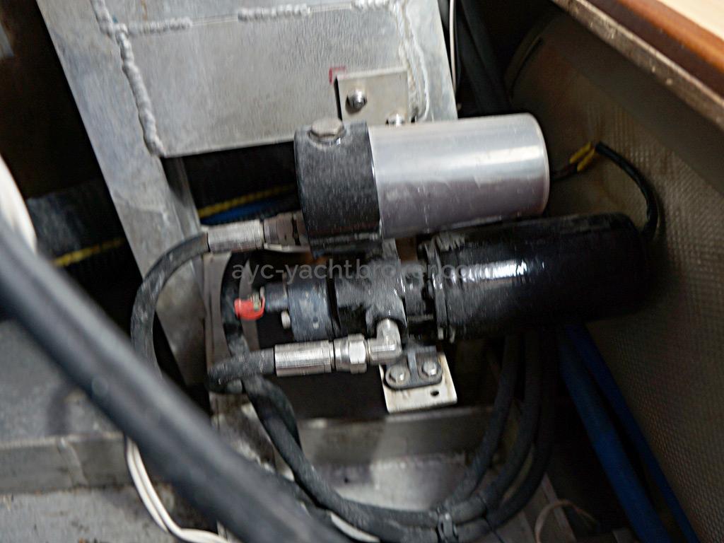 Patago 40 - Moteur du vérin hydraulique de pilote