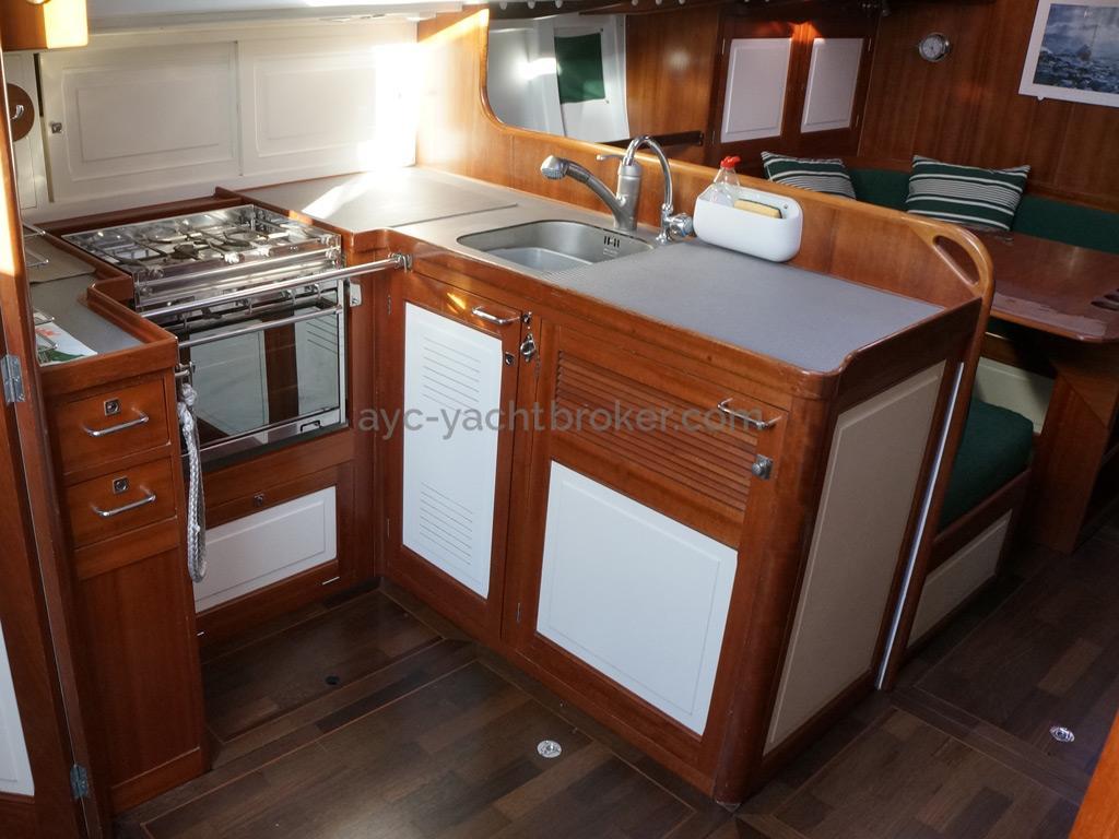 AYC Yachtbrokers - Tocade 50 - Cuisine en U