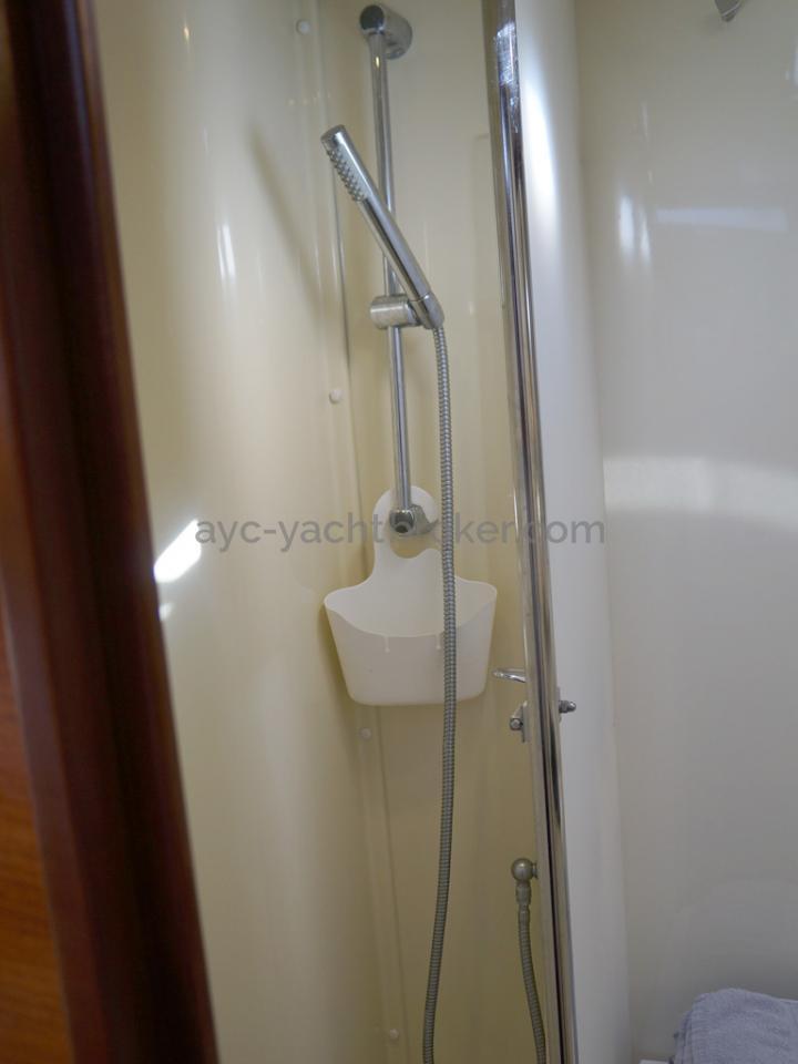 Dufour 485 Grand Large Custom - Salle d'eau de la cabine avant