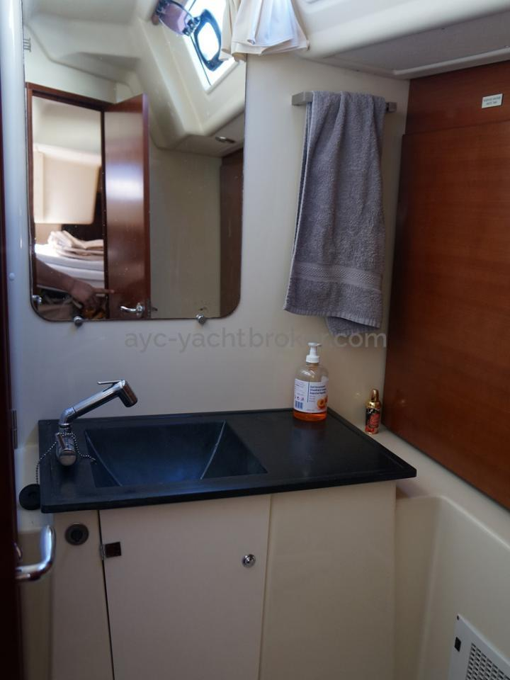 Dufour 485 Grand Large Custom - Salle d'eau de la cabine arrière tribord