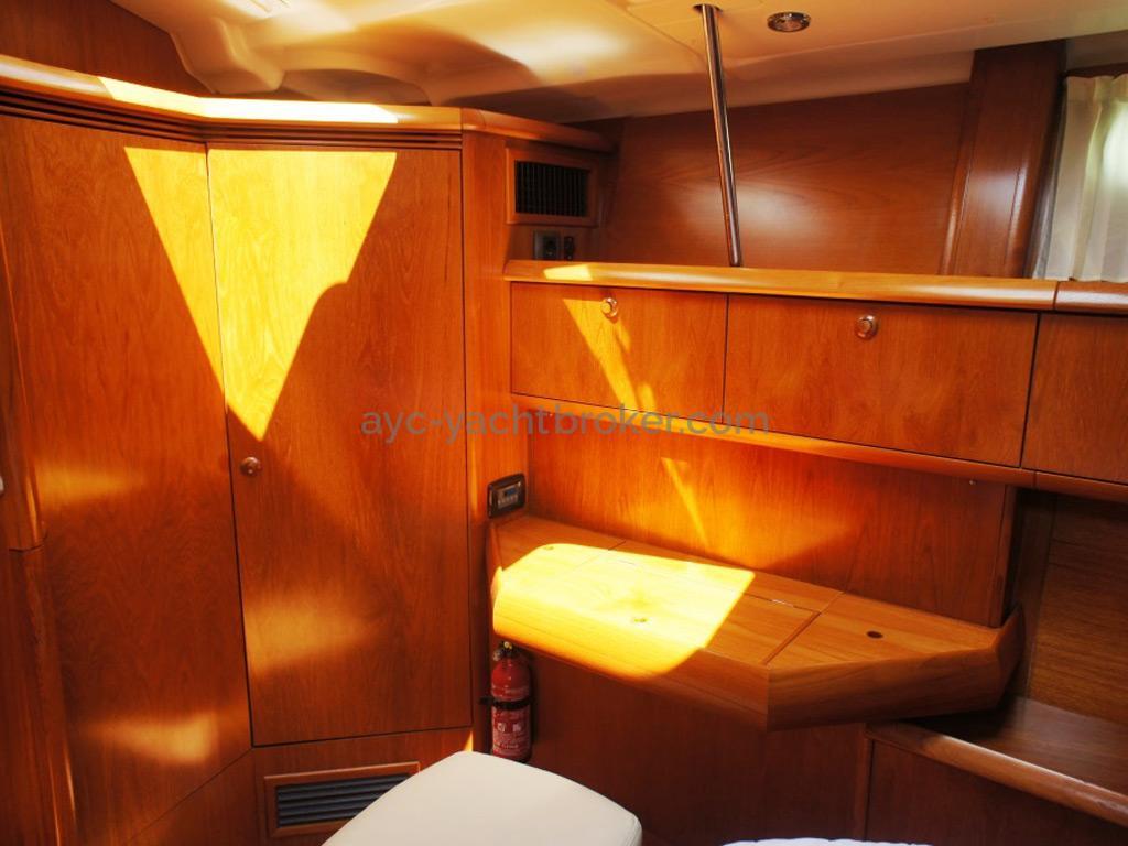 Sun Odyssey 54 DS - Coiffeuse/Bureau de la cabine propriétaire