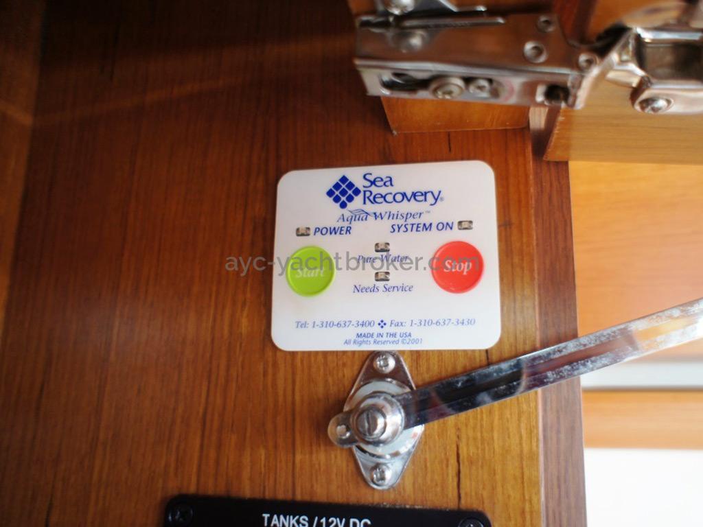 Sun Odyssey 54 DS - Commande du dessalinisateur