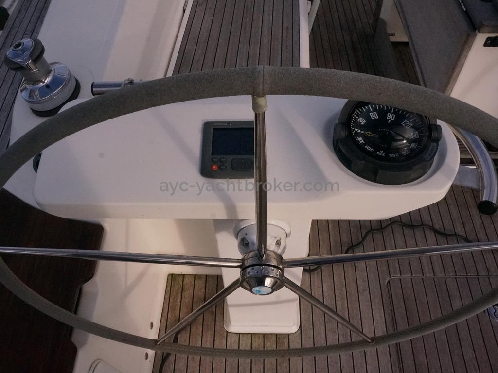 Bavaria 45 Cruiser - Poste de barre b^bord