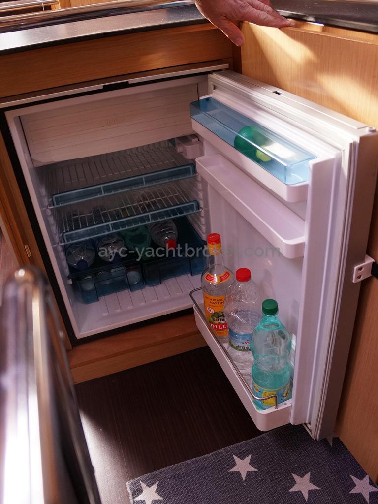 Bavaria 45 Cruiser - Réfrigérateur à ouverture frontale