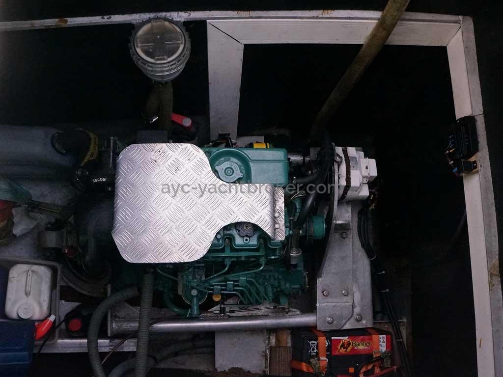 Cat Flotteur 45 - Cale moteur bâbord