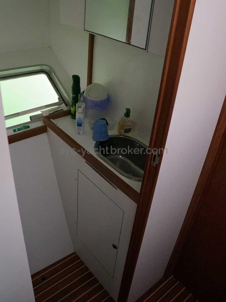 Cat Flotteur 45 - Lavabo tribord