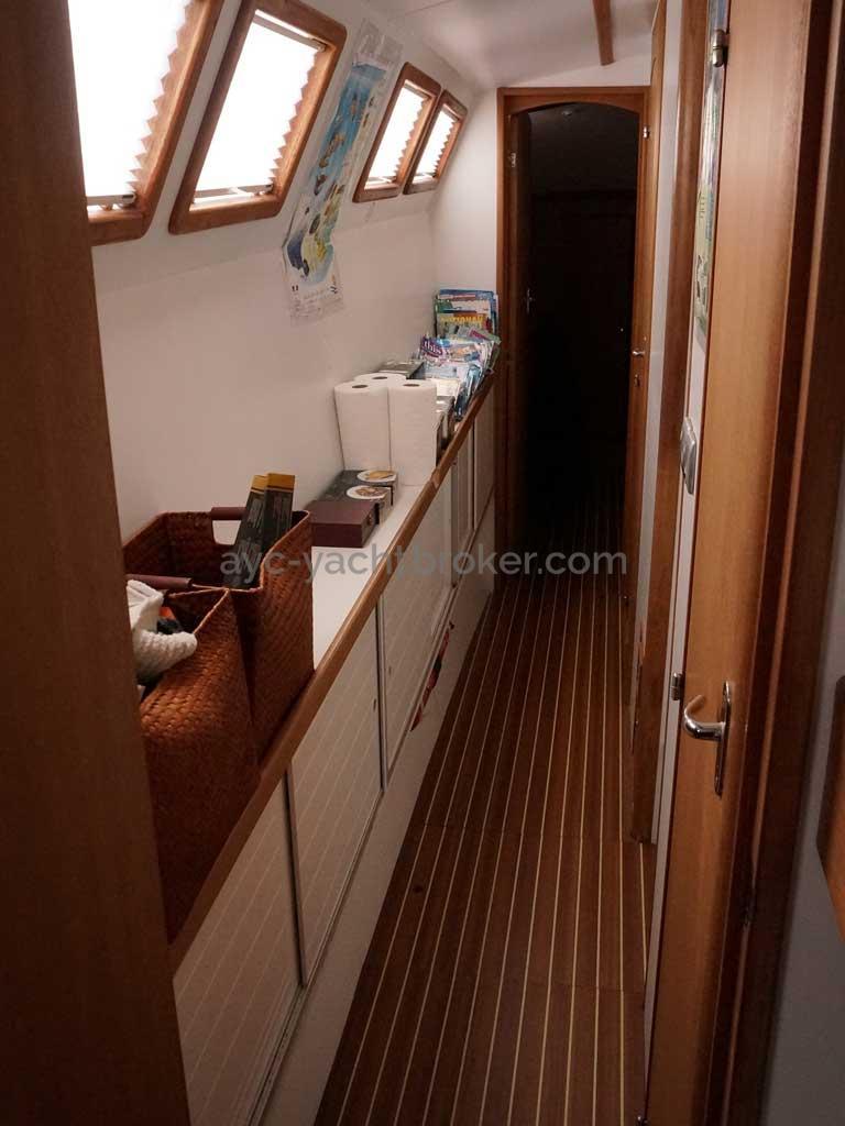Cat Flotteur 45 - Coursive bâbord