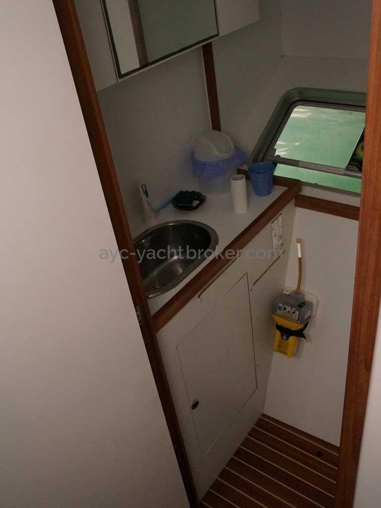 Cat Flotteur 45 - Lavabo bâbord