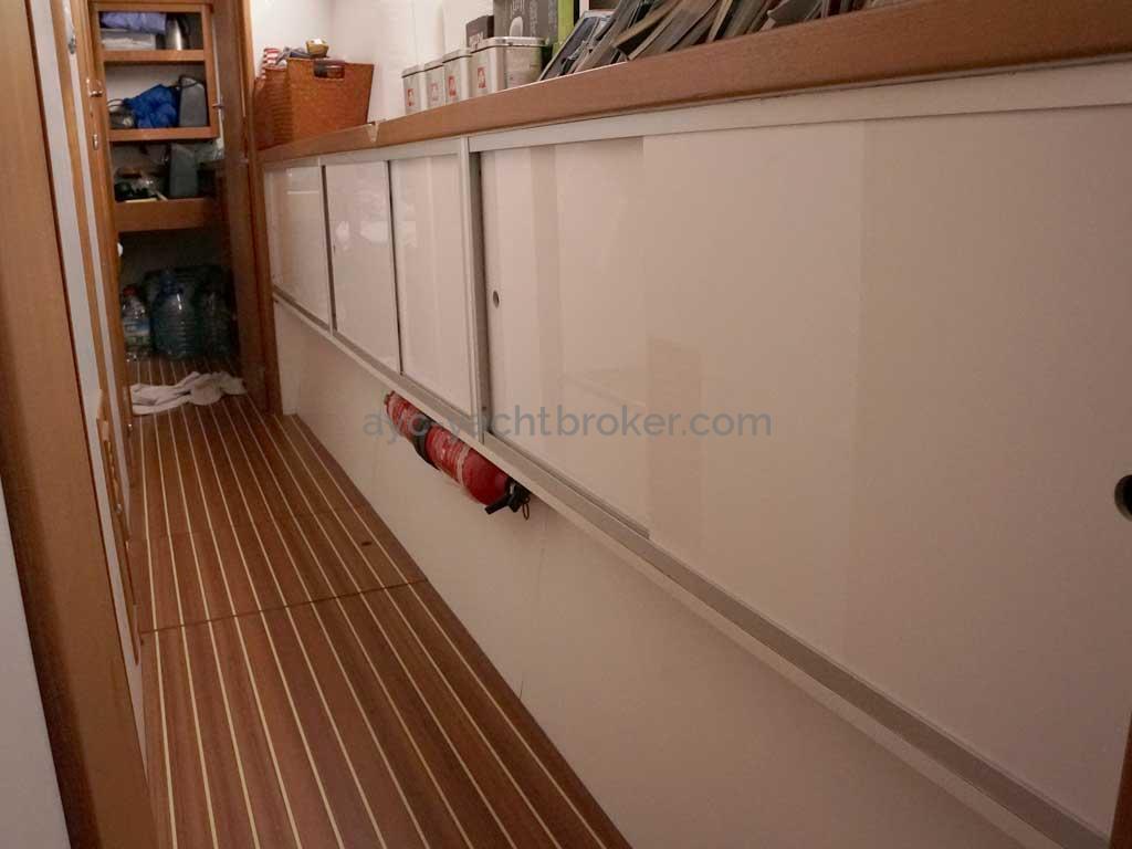 Cat Flotteur 45 - Rangements coursive bâbord