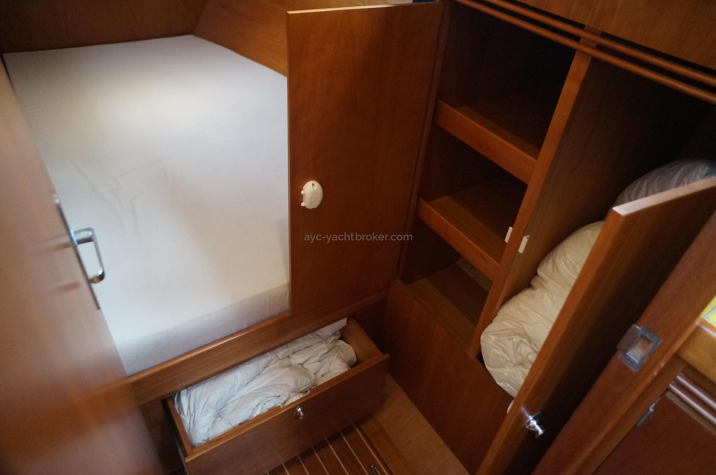AYC - Universal Yachting 44 Cabine arrière babord