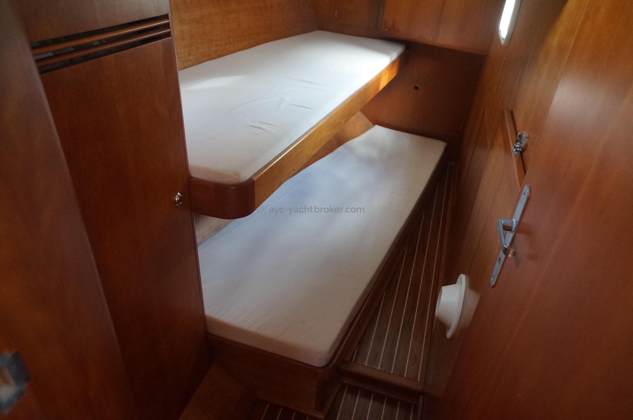 AYC - Universal Yachting 44 Cabine arrière tribord