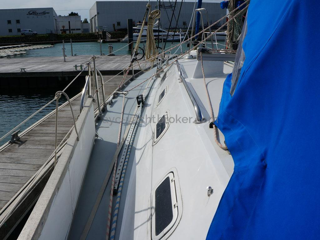 OVNI 385 - Passavant bâbord
