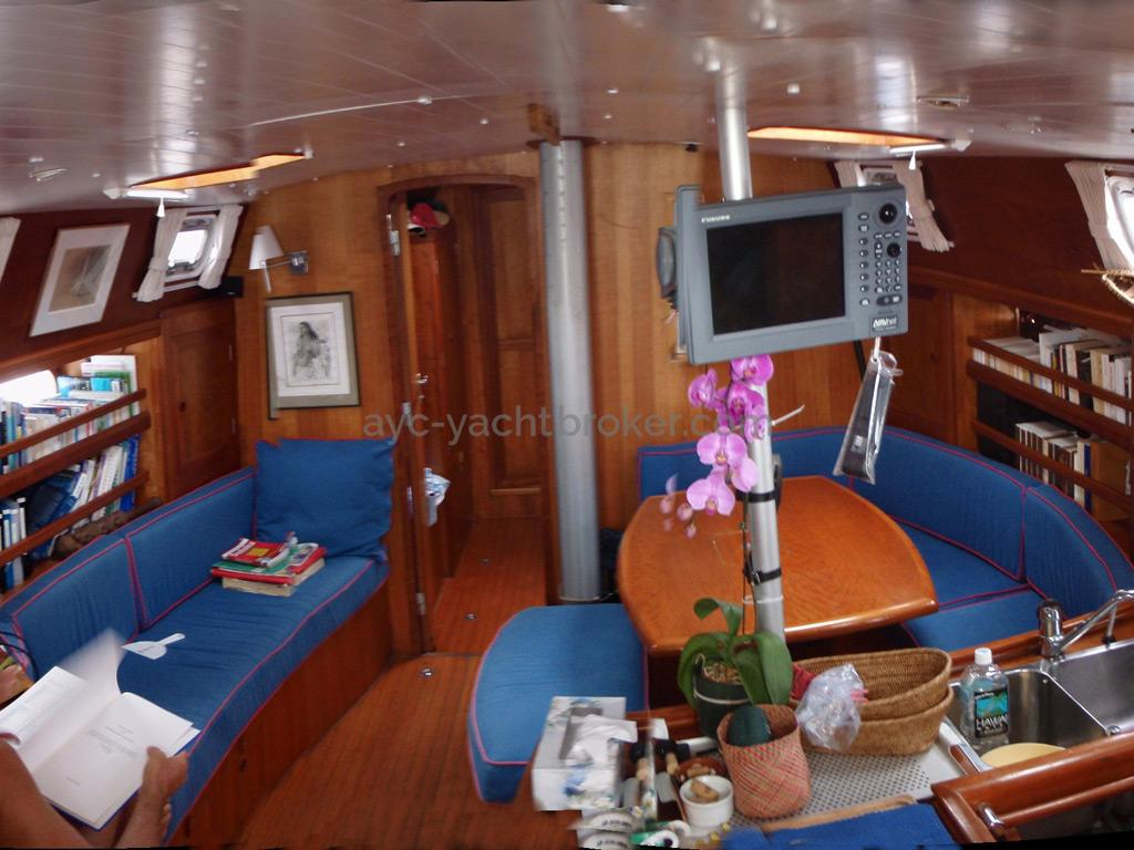 Universal Yachting 49.9 - Carré