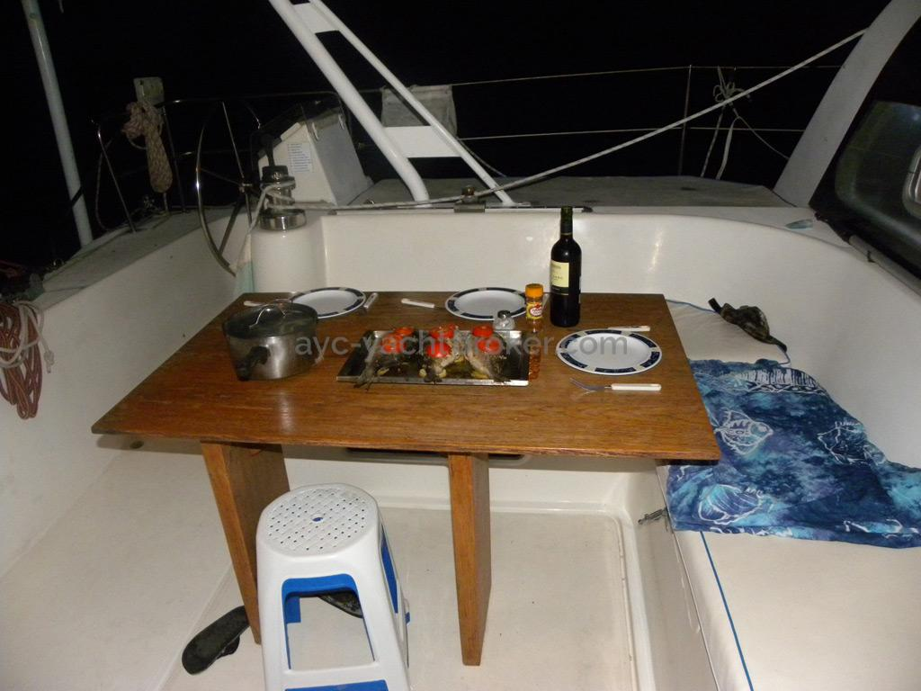Catana 42 - Table de cockpit