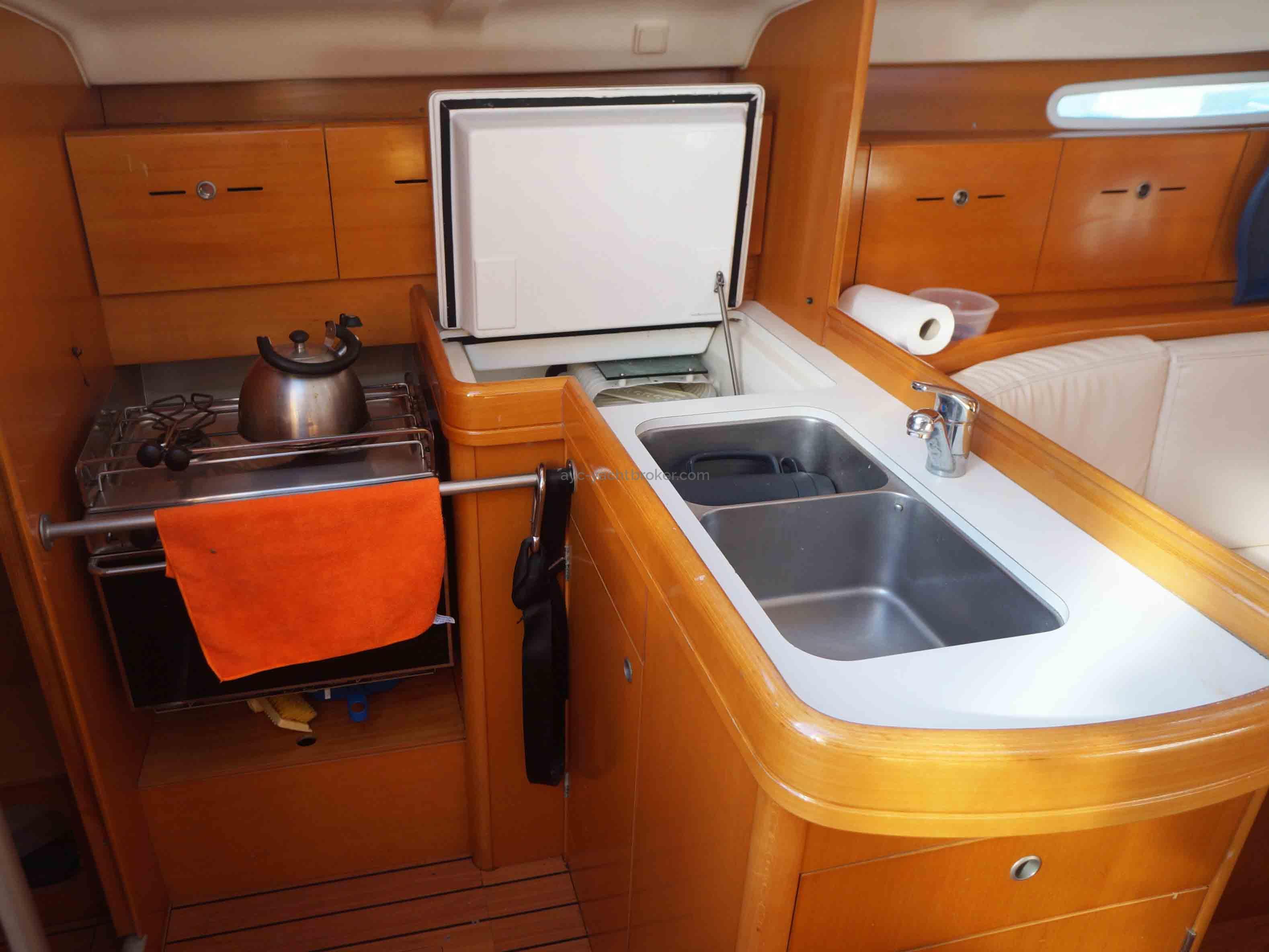AYC International YachtBroker - FIRST 40.7 -