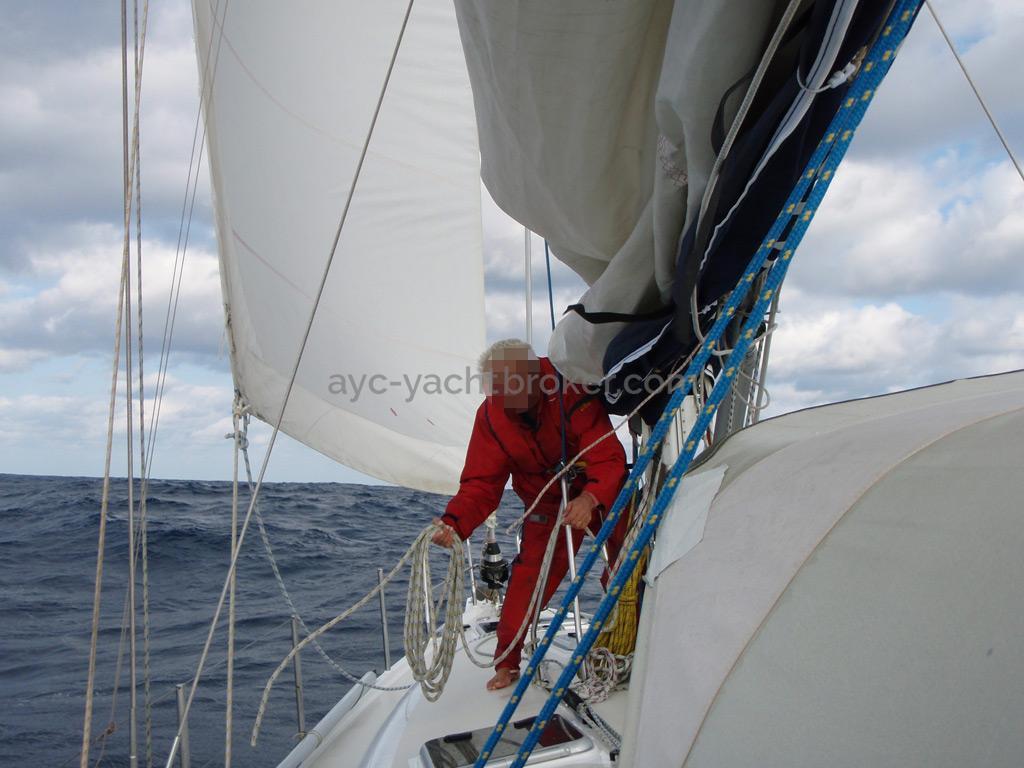Universal Yachting 49.9 - Passavant bâbord