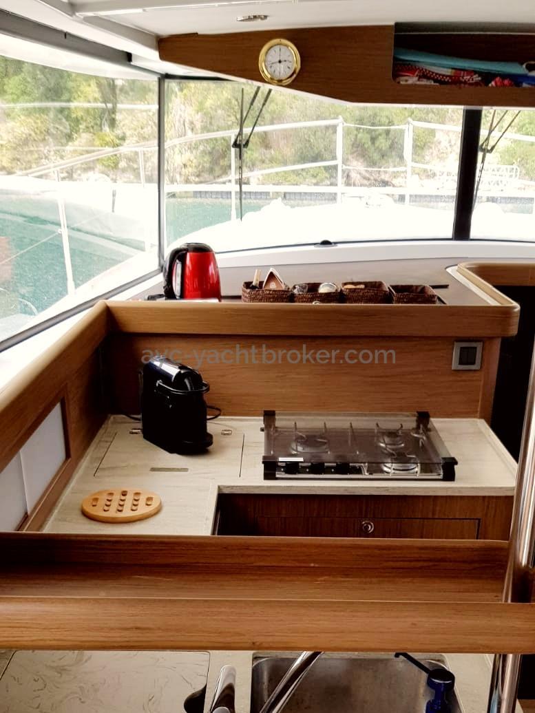 AYC - Cuisine intérieure - Swift Trawler 44 by Beneteau