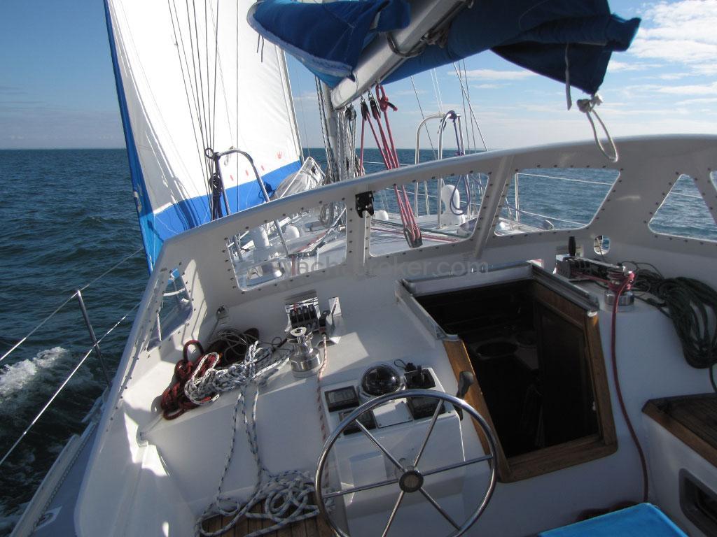 Atlantis 370 - Cockpit
