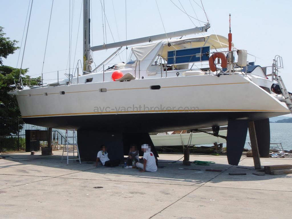 Universal Yachting 49.9 - Au sec