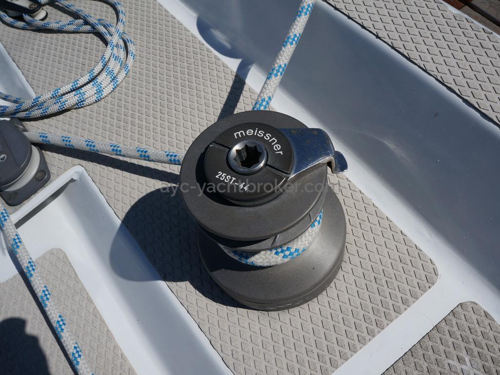 AYC Yachtbroker - OVNI 36 - Winch de cockpit