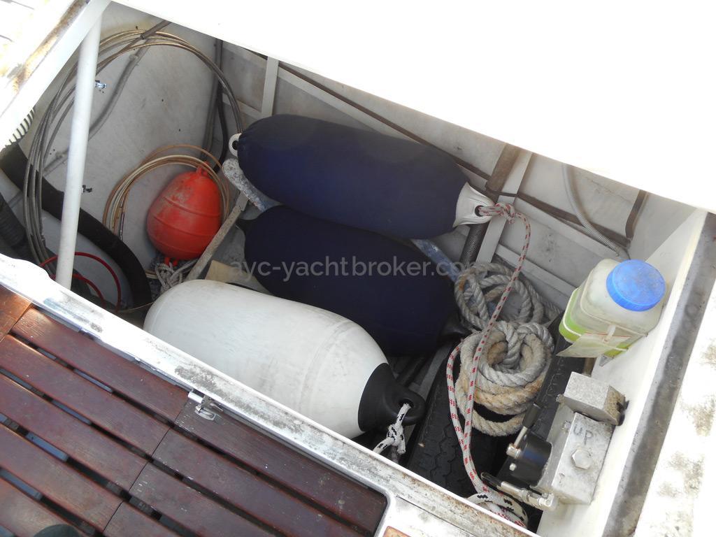 AYC Yachtbroker - OVNI 36 - Coffre de cockpit
