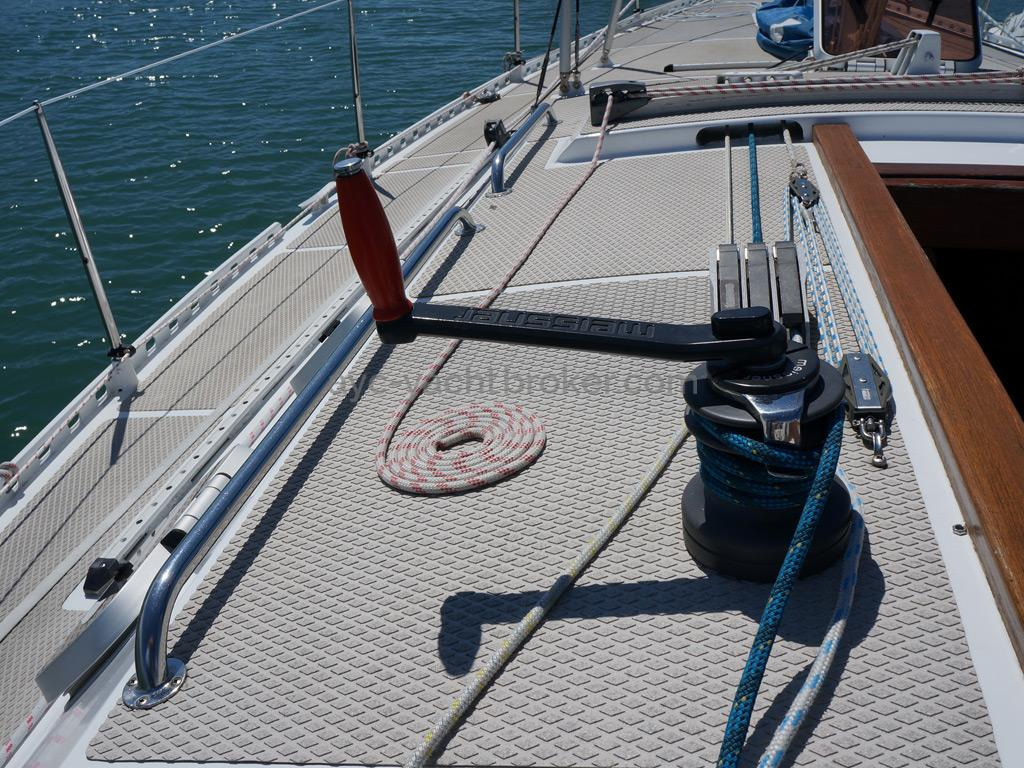 AYC Yachtbroker - OVNI 36 - Winch de rouf