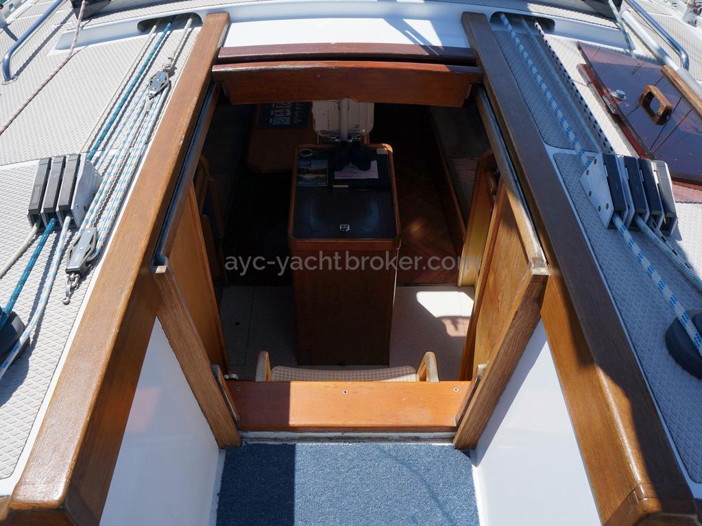AYC Yachtbroker - OVNI 36 - Descente