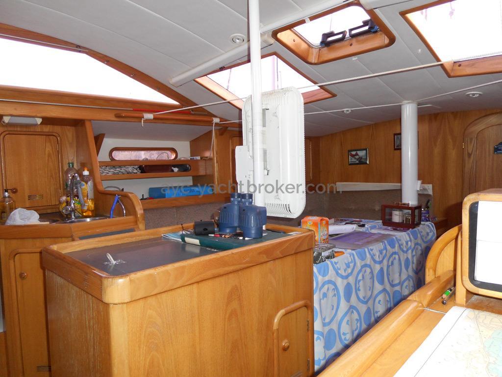 AYC Yachtbroker - OVNI 36 - Carré