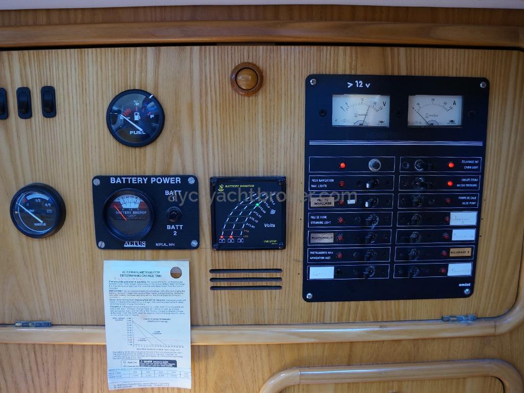 AYC Yachtbroker - OVNI 36 - Tableau électrique
