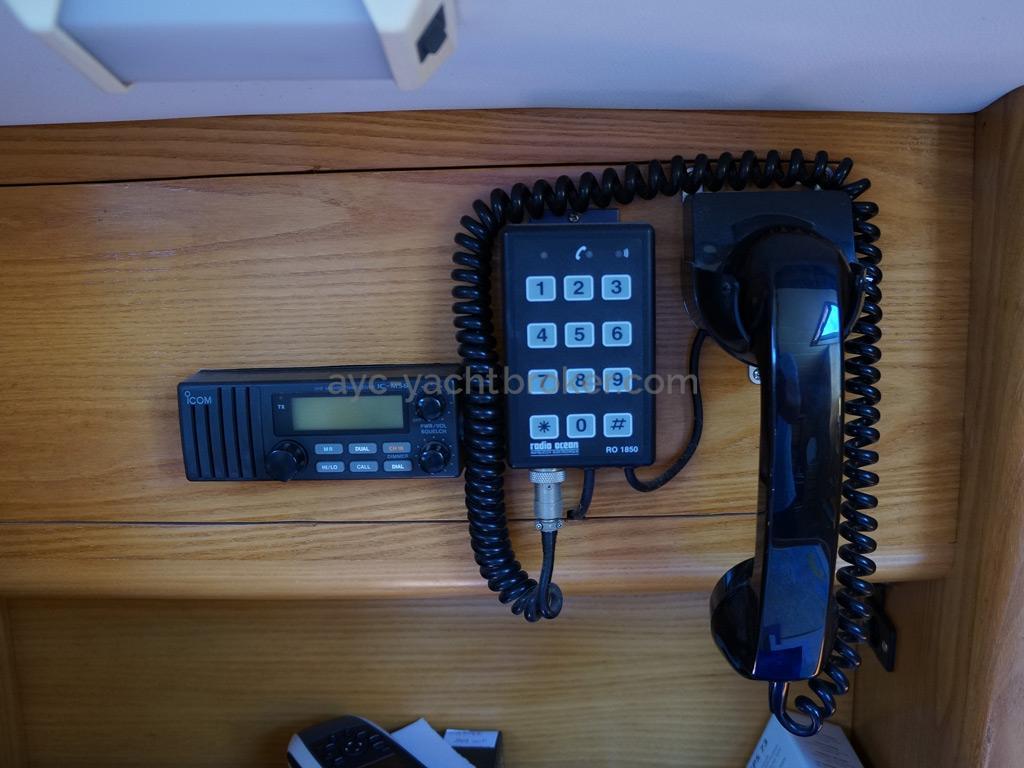 AYC Yachtbroker - OVNI 36 - VHF