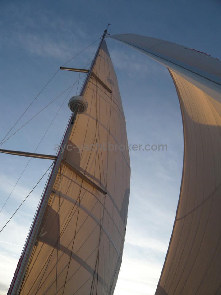 AYC Yachtbroker - Dufour 405 Grand Large - Sous gébnois et grand-voile haute