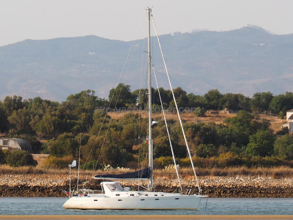 Universal Yachting 49.9 - Au mouillage