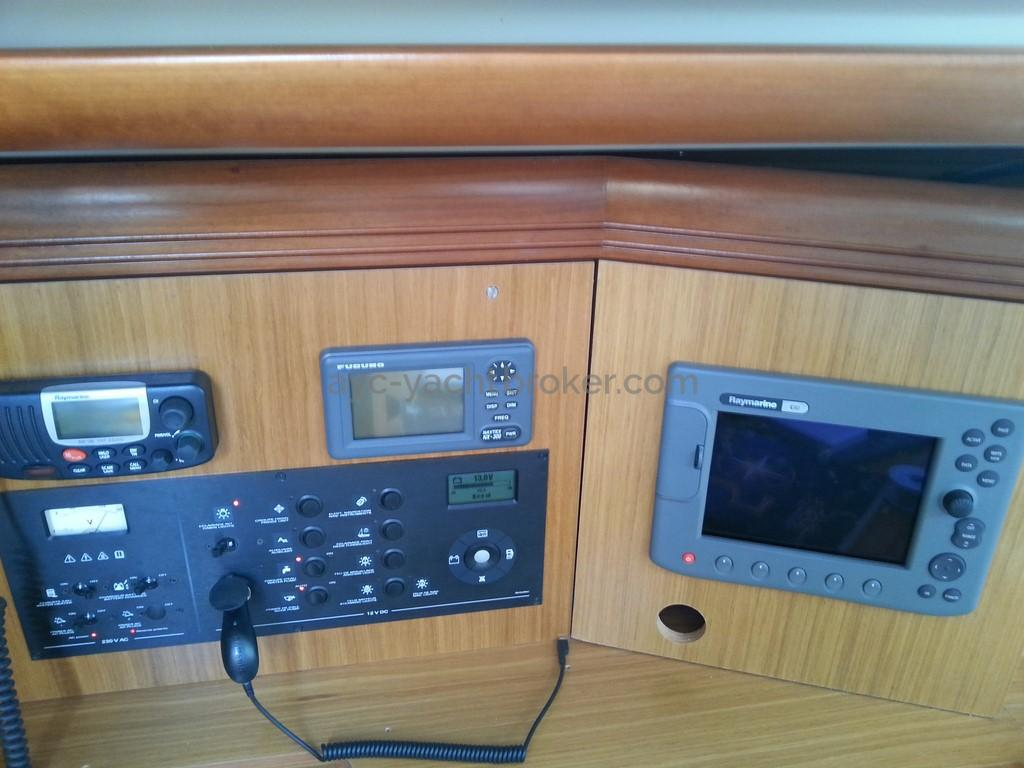 Sun Odyssey 42 DS - Electronique à la table à carte