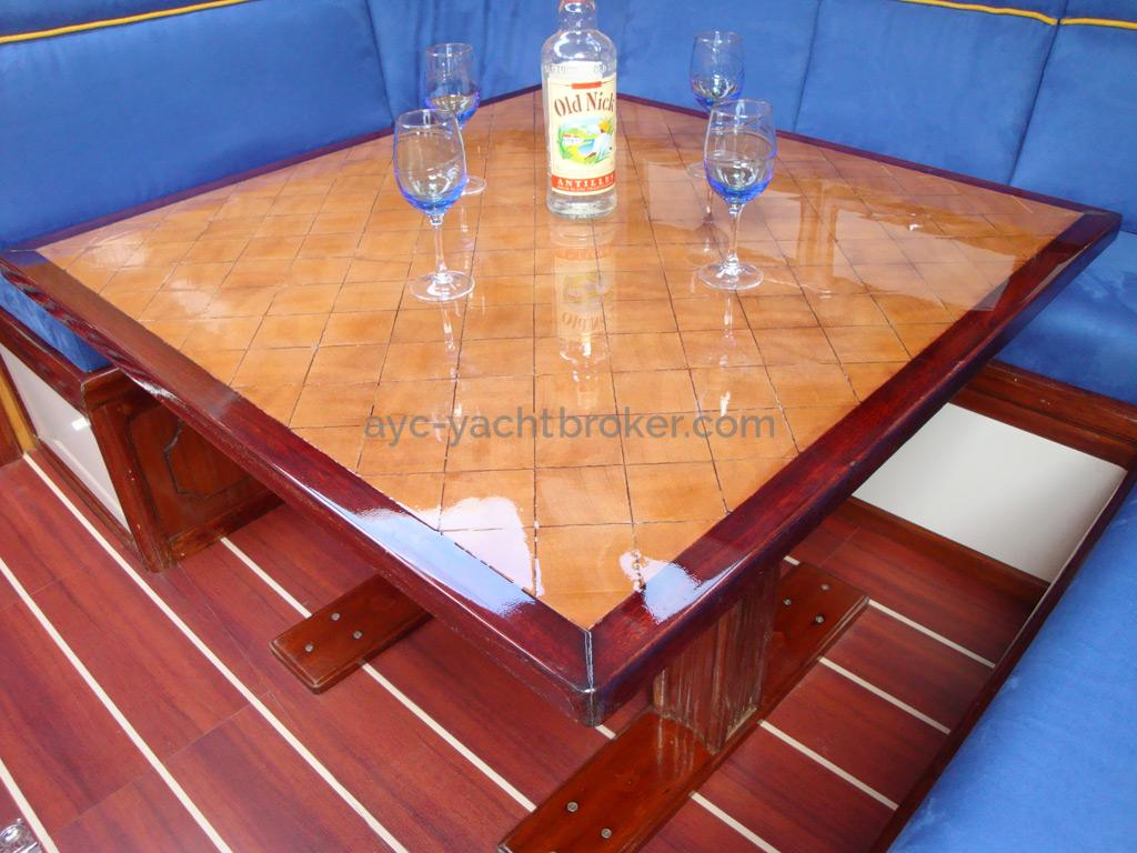 Trireme 50 - Table du carré