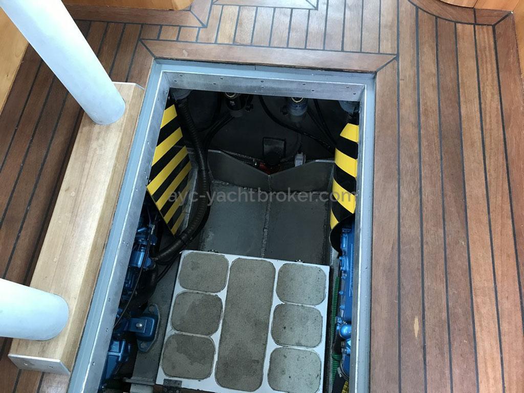 AYC Yachtbroker - Trawler Meta King Atlantique - Cale moteur