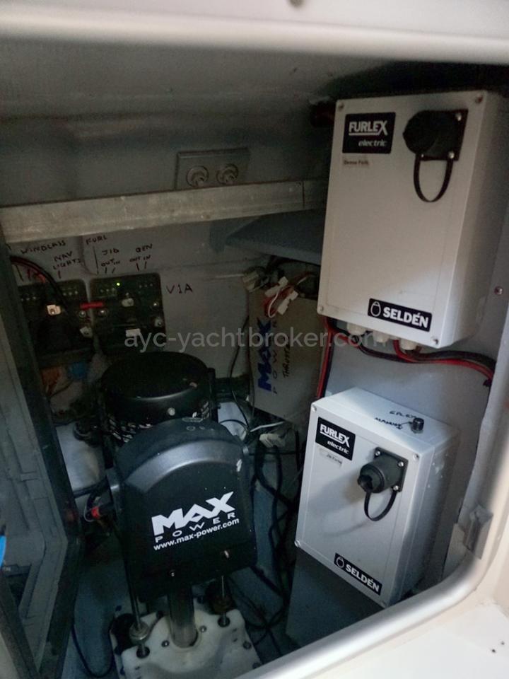 Moody 62 DS - Propulseur et relais d'enrouleurs et de guindeau
