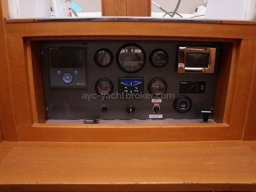 Alliage 48 CC - Panneau de contrôle moteur et réservoirs