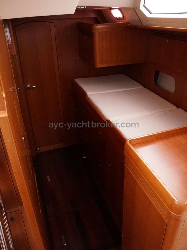 Alliage 48 CC - Couchette de veille dans la coursive bâbord