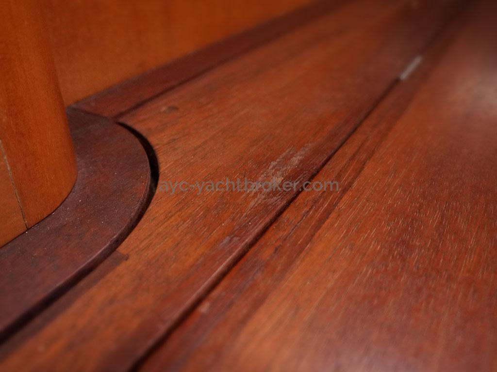 Alliage 48 CC - Détail de plancher teck massif huilé